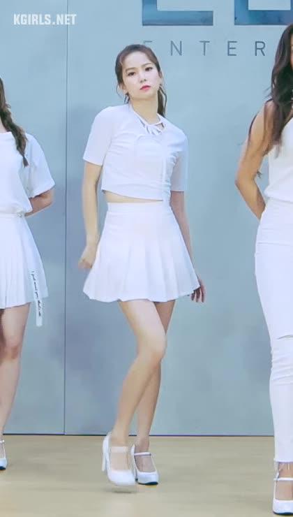 YUJIN-CLC-white-4-www.kgirls.net GIFs
