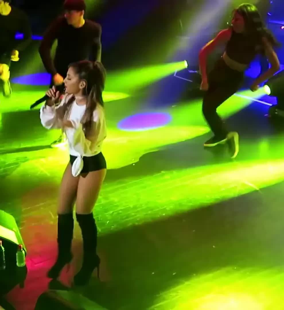 friends, onstagegw, Ariana Grande ass on stage (reddit) GIFs