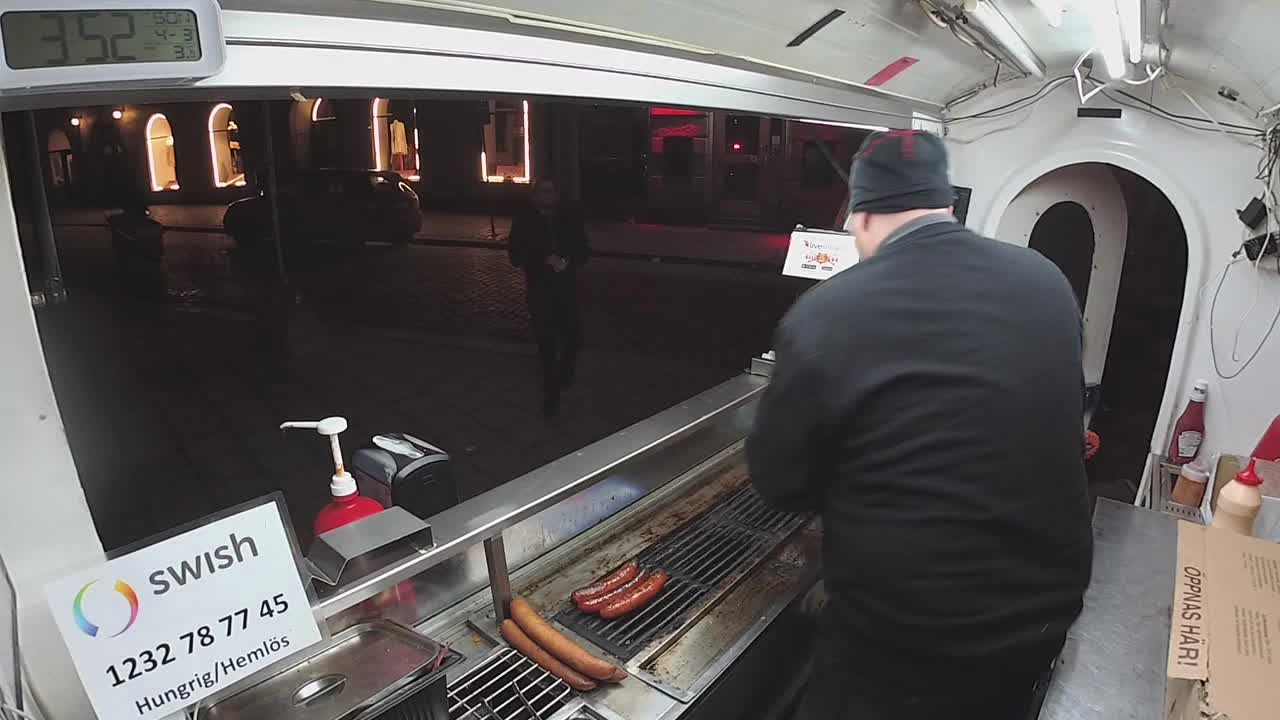 LeftHanging, popular, Left hanging at the food truck | twitch.tv/harakirilive GIFs