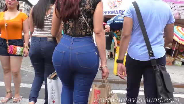 Watch Girls Walking With Phat As Gif By Onepiezz On Gfycat