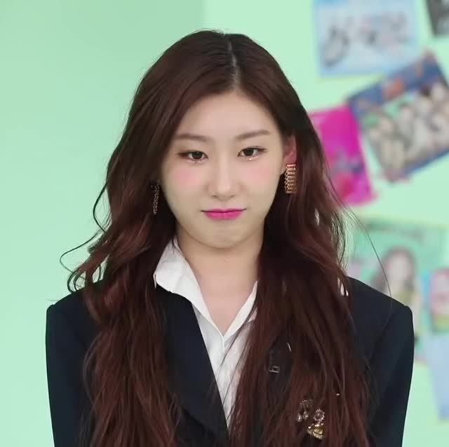 Watch and share Chaeryeong -200425 ITZY DINGO SCHOOL Ep2[LCXUZQZVP20]-2 GIFs by masterfat on Gfycat