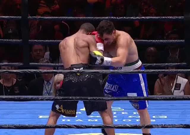 Watch Errol Spence bangs Phil Lo Greco's body like a drum GIF by Tom_Cody (@tomcody) on Gfycat. Discover more Boxing, Errol Spence, Phil Lo Greco GIFs on Gfycat