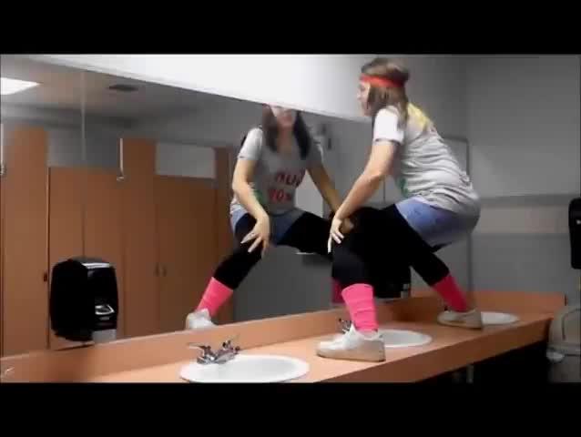 girl, holdmycosmo, in, girl slips & falls on bathroom floor GIFs