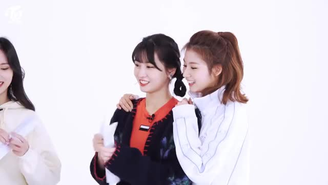 Watch and share Chaeyoung GIFs and Jeongyeon GIFs by Ruri on Gfycat