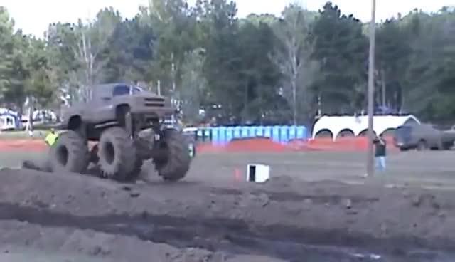 truck, juggernaut hill n hole 1 GIFs