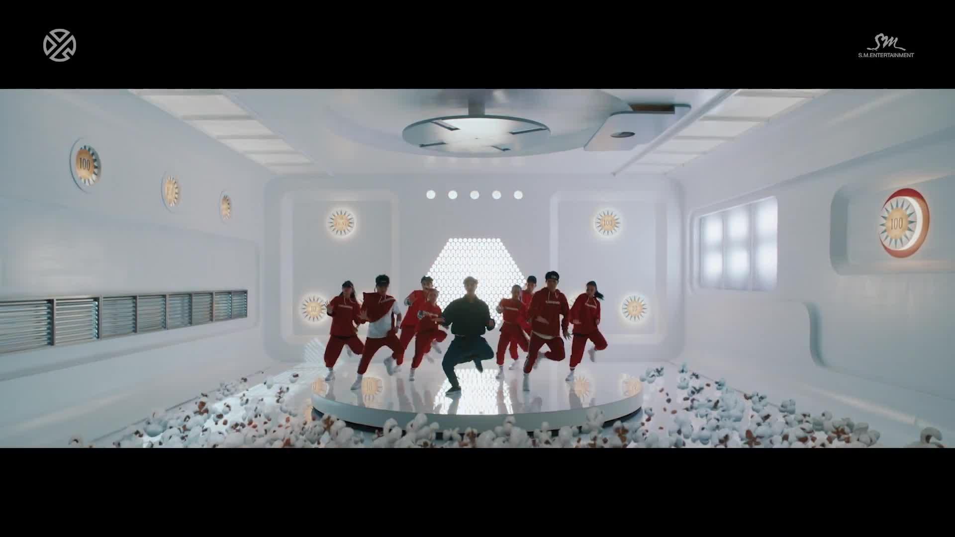 LAY (EXO) thoả sức tung hoành trong MV tái xuất ngập sắc màu