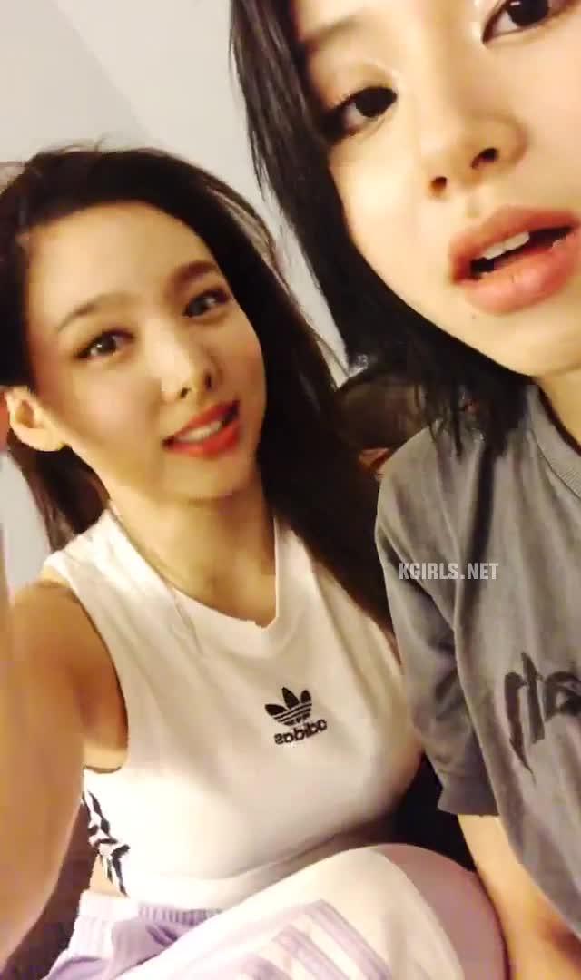 celebs, kpop, nayeon, twice, nayeon-twice-vlive-fs-5-www.kgirls.net GIFs