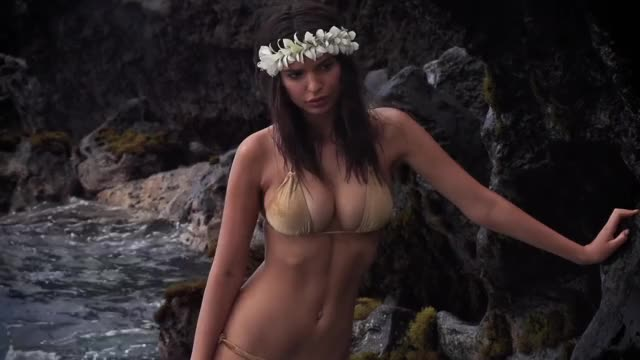 Watch and share Emily Ratajkowski GIFs by Emilyguy on Gfycat