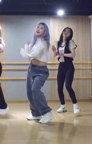 Watch and share Mimi (OH MY GIRL) 살짝 설렜어 (Nonstop) Dance Practice Video-19 GIFs by swachu on Gfycat
