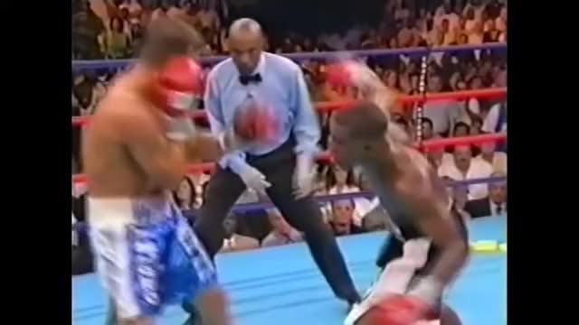 Watch Floyd Mayweather vs. Arturo Gatti (Highlights) GIF by @sire59damos on Gfycat. Discover more Arturo, Erraticsboxing, Floyd, Gatti, Highlights, Mayweather, People & Blogs, boxing, vs GIFs on Gfycat