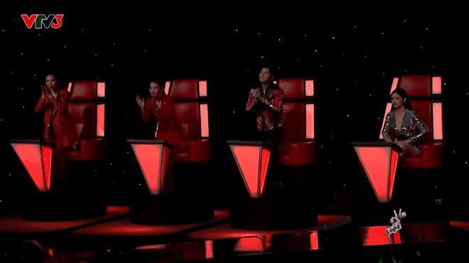 Khoảnh khắc ý nghĩa nhất The Voice: Bộ tứ HLV đứng dậy cúi đầu thán phục trước giọng hát Cẩm Vân