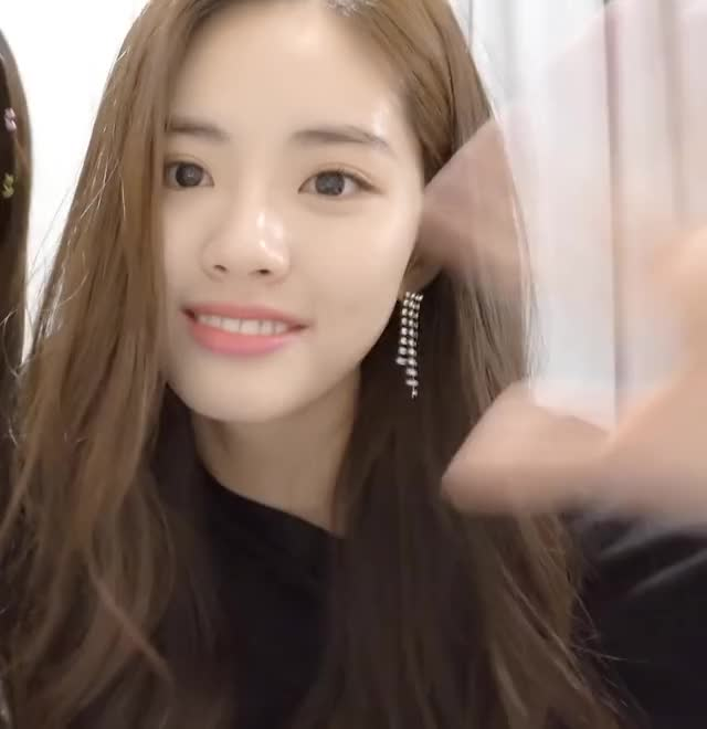 Watch and share Fromis Jiwon Goodbye Kiss GIFs by udari on Gfycat