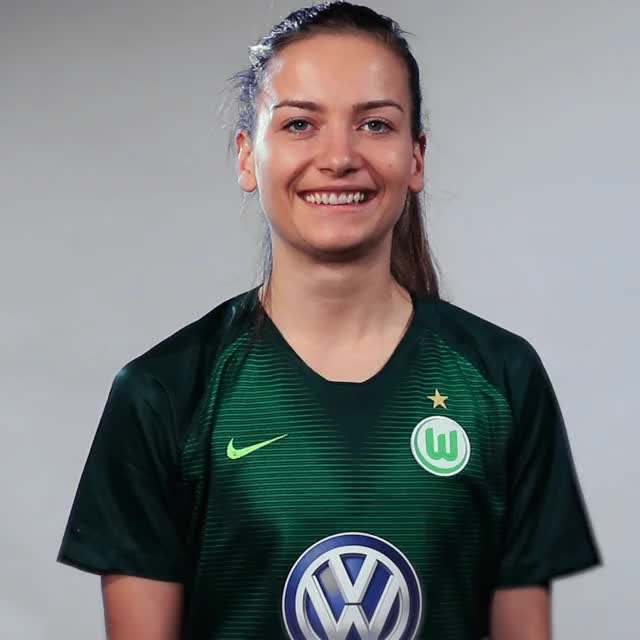 Watch and share Joelle Wedemeyer - Fahne Mexiko GIFs by VfL Wolfsburg on Gfycat