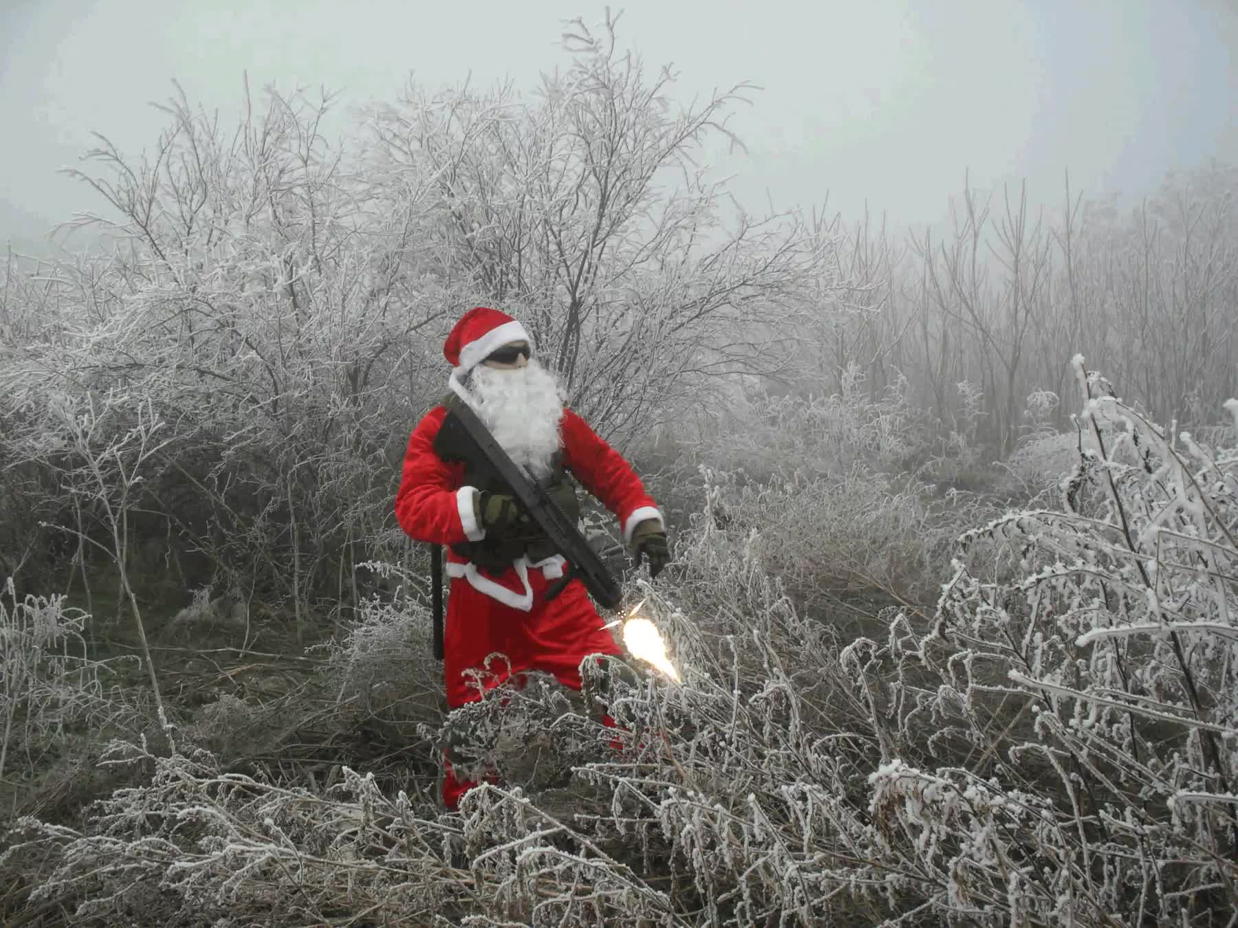 Tactical Santa : photoshopbattles GIFs