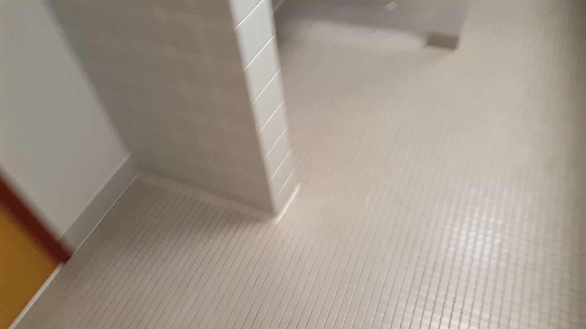 CrappyDesign, Weird tiny bathroom GIFs