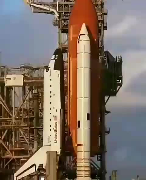 Space shuttle launching in slow motion. © NASA