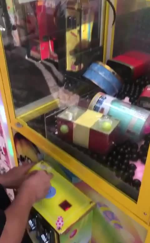 Guy knows his claw machines GIFs