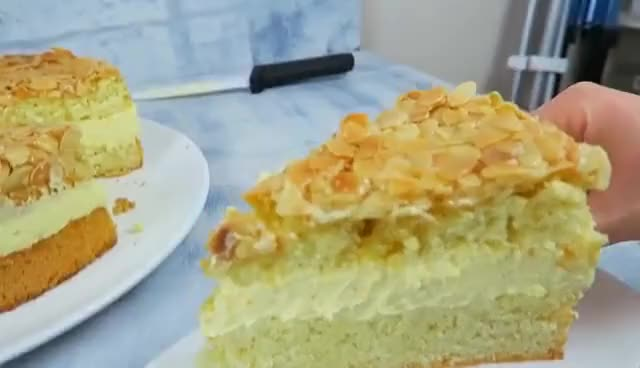 Watch BESTES Bienenstich Rezept - Bienenstich Torte mit Vanillecreme GIF on Gfycat. Discover more related GIFs on Gfycat