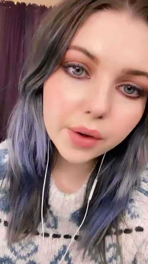 Watch and share Sammi Hanratty GIFs by xo_s4m4 on Gfycat