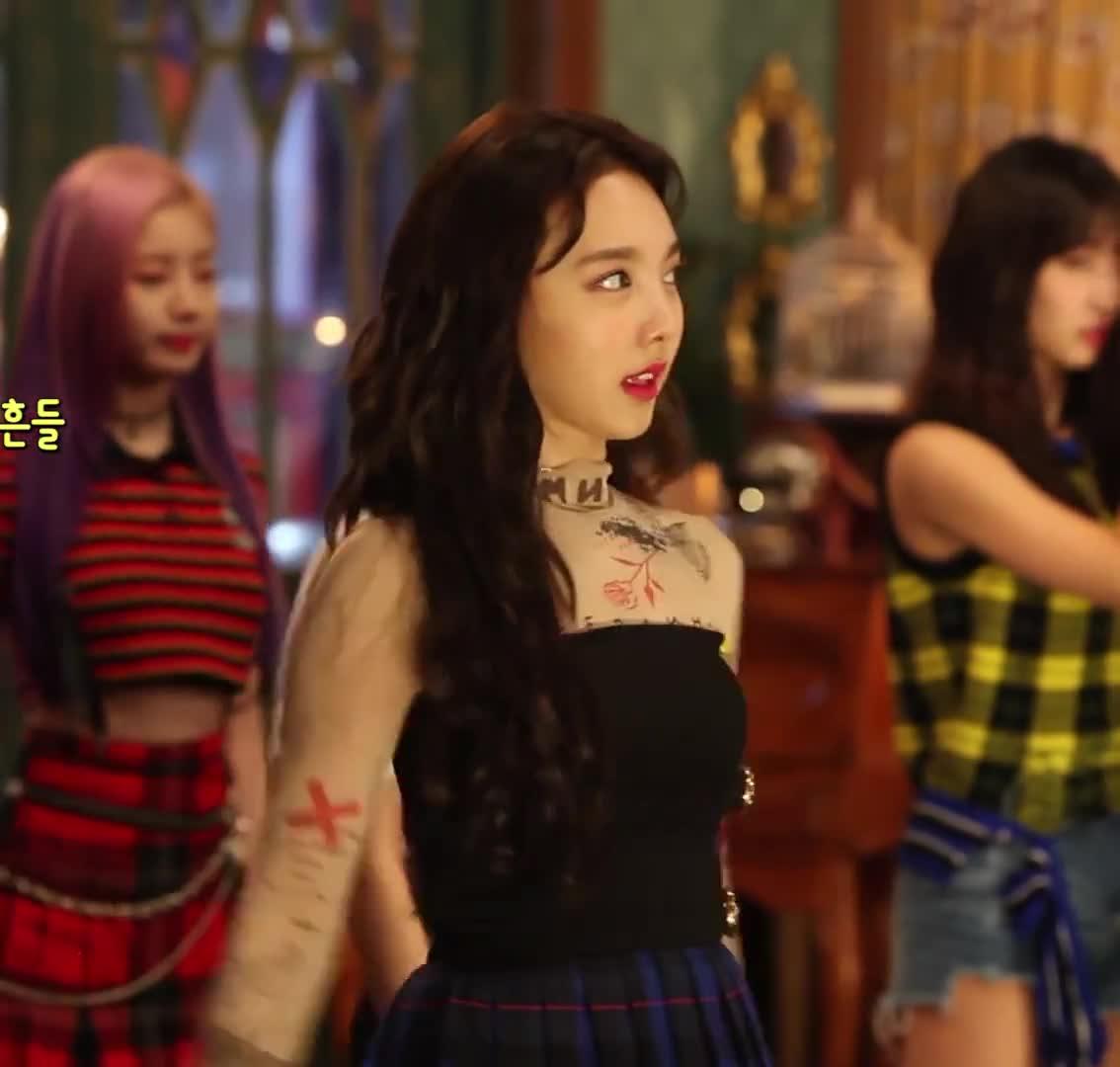 celebs, kpop, nayeon, twice, PlumpDecisiveDegu GIFs