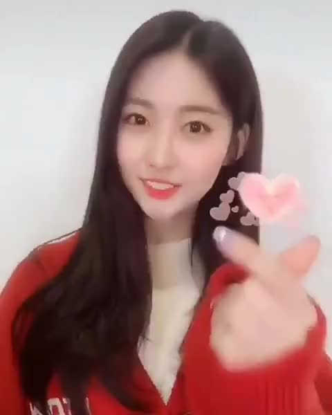 Watch and share Everglow GIFs and Sihyeon GIFs by Wendy Wado on Gfycat