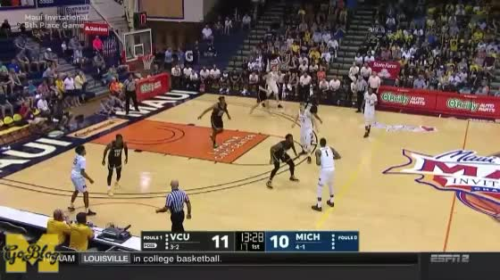 Watch Matthews P&R Clearout GIF by MGoBlog (@mgoblog) on Gfycat. Discover more 2017-18, Basketball, Charles Matthews, Maui Invitational, Michigan, Moe Wagner, Moritz Wagner, Pick & Roll, VCU GIFs on Gfycat
