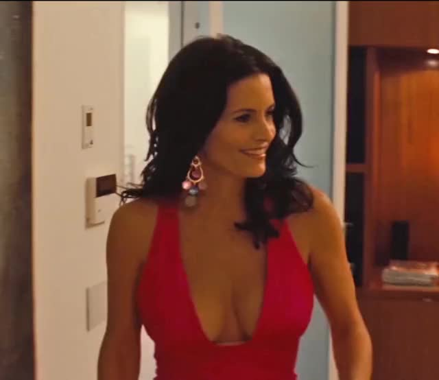 Courteney Cox is a gorgeous MILF, showing off her amazing tits and cleavage in video