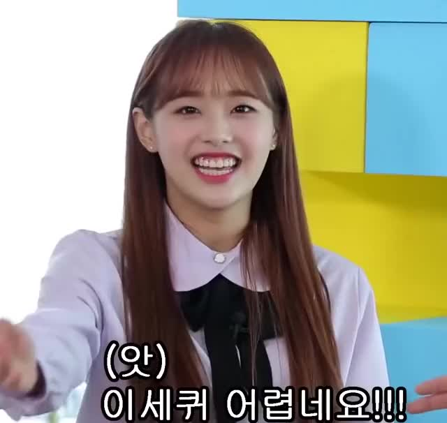 Watch and share Loona GIFs and Chuu GIFs by haggarty15 on Gfycat