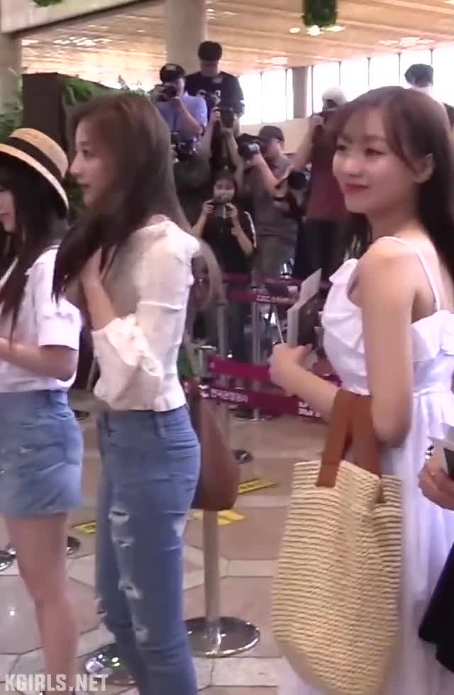 Watch yein-lovelyz-jeans-1-www.kgirls.net GIF by KGIRLS (@golbanstorage) on Gfycat. Discover more related GIFs on Gfycat