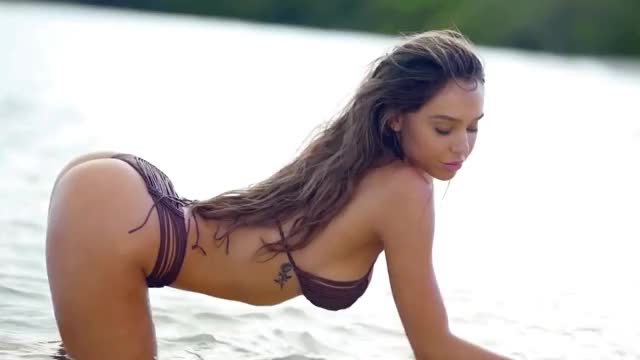 Watch and share Alexis Ren GIFs by shapesus on Gfycat