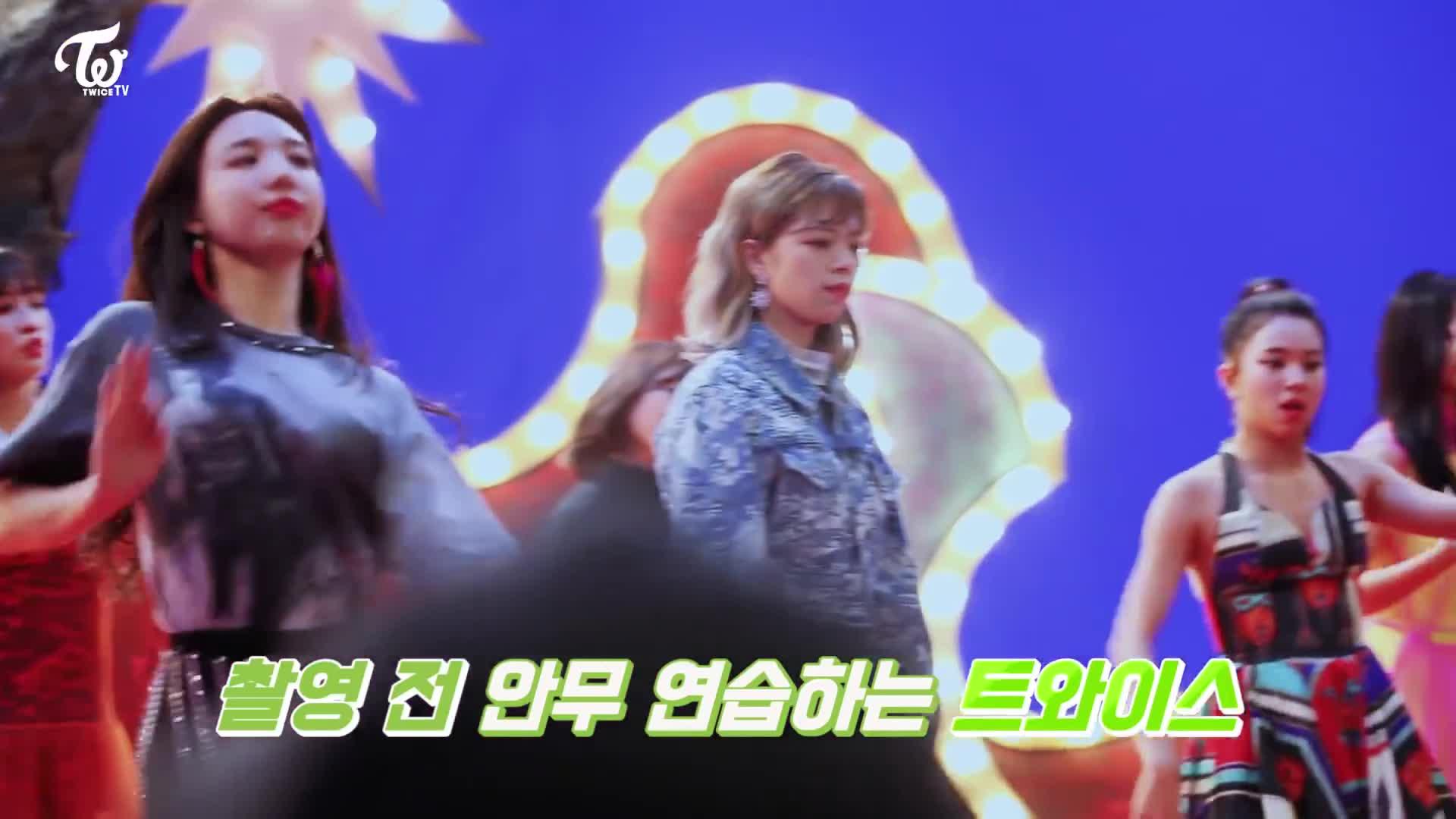 jeongyeon, kpop, twice, Jeongyeon,Chaeyoung GIFs