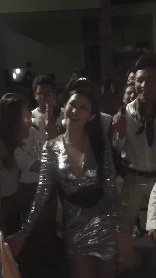 Đông Nhi cùng trò cưng Anh Tú, Nhật Minh thân thiện, hò hét cùng fan sau ghi hình The Voice