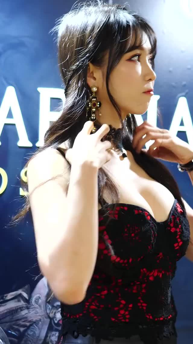 Watch and share [4K] 레이싱 모델 이은혜 직캠 #11 Racing Model Lee Eunhye Fancam [LG 울트라기어 페스티벌] 190831 GIFs by pancutmukatzuyu on Gfycat