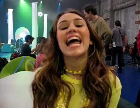 miley funny face, miley cyrus GIFs