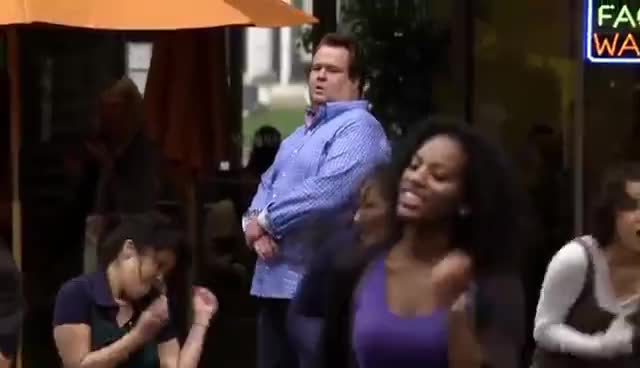 Flash Mob, Modern Family, flash mob, modern family, Modern Family Flash Mob GIFs