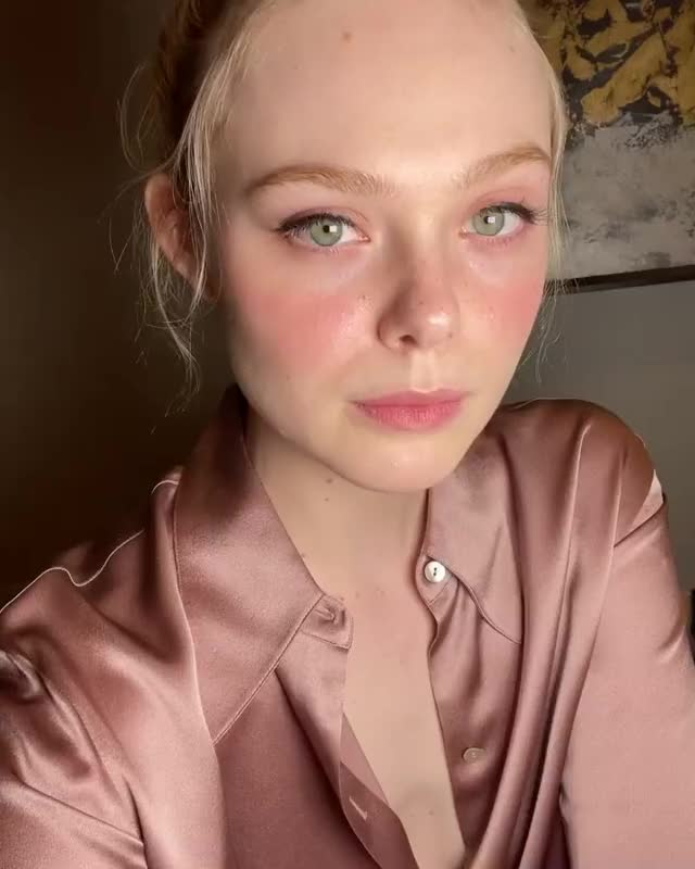 Watch and share Ellefanning~1615373902~2526261293973059811 3009345727 GIFs by Boom Boom on Gfycat