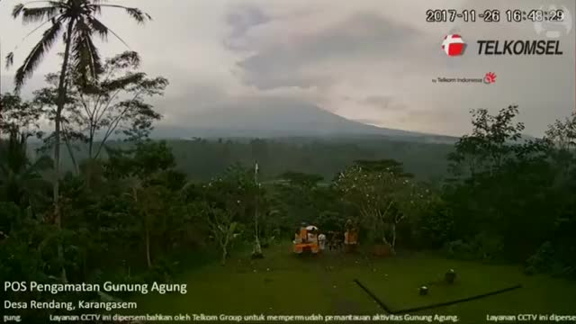 Watch Timelapse shows Bali volcano Mount Agung spewing ash after minor eruptions GIF on Gfycat. Discover more Bali, Bali volcano, Bali volcanoes, Lambok, Mount Agung, Mount Agung erupts, alert status, disruption, environment, flights, international flights, island, islands, natural disasters, spewing ask, tourists, volcanic ash, volcanic ash from Mount Agung, volcanic eruptions, volcano GIFs on Gfycat