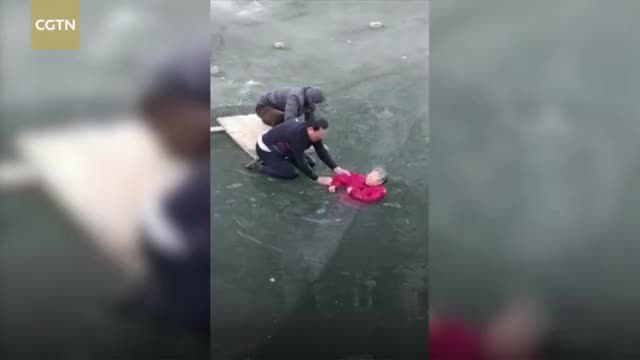 Watch Man braves frozen water to rescue 70-year-old woman in river GIF by Slim Jones (@slimjones123) on Gfycat. Discover more CCTV, CCTVNews, CGTN, ChinaNews, News, elder, life, rescue, save, woman GIFs on Gfycat