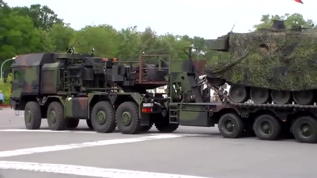 Panzer, bundeswehr, burg, kampfpanzer, Verladung Kampfpanzer Leopard 2 auf SLT, Tag der Bundeswehr GIFs
