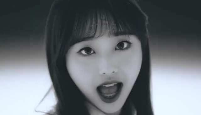 Watch and share Loona GIFs and Chuu GIFs by MrKunle on Gfycat