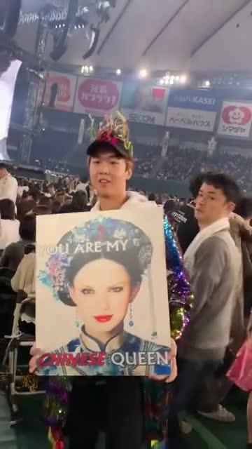 Reputation Tour: Fan sốc toàn tập khi thấy Taylor Swift hóa thân thành Chân Hoàn