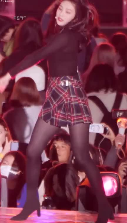 Watch 레드벨벳 (Red Velvet) 빨간 맛 (Red Flavor) [조이] GIF by 피톤치드 (@jjstop001) on Gfycat. Discover more related GIFs on Gfycat