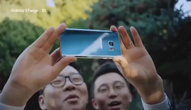 Watch and share 갤럭시 S7 엣지 블루 코랄 _ TV 광고 30초 편 GIFs on Gfycat