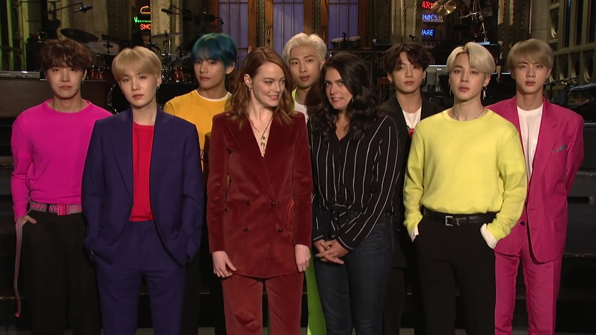 bts, bts saturday night live, celebs, emma stone, emma stone bts, emma stone cecily strong, emma stone cecily strong bts, saturday night live, saturday night live host, snl, snl bts, snl emma stone, snl host, Emma Stone and Cecily Strong Are Freaking Out About BTS - SNL GIFs