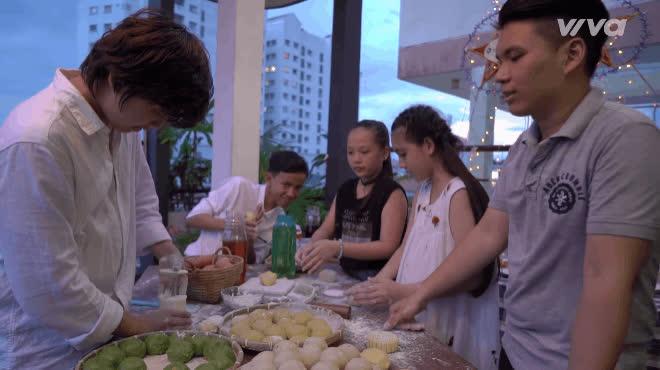 Thí sinh The Voice Kids hào hứng trải nghiệm làm bánh Trung thu