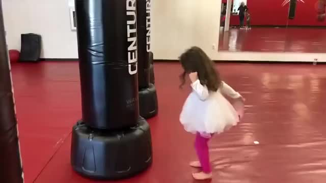 Watch Fit Boxe GIF on Gfycat. Discover more 2018, Compilation, Viral, afv, comp, fail, fails, kids, video, vines GIFs on Gfycat