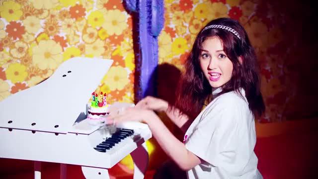 Watch this trending GIF by @snowflakesplz on Gfycat. Discover more birthday, dance, hip hop, jeon somi, k-pop, kpop, m/v, music, music video, mv, pop, r&b, somi, the black label, theblacklabel, yg, yg entertainment, 소미, 전소미 GIFs on Gfycat
