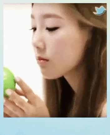 Watch Queen Taeyeon GIF on Gfycat. Discover more edit, edit:taeblush, expectation vs reality, girls' generation, kim taeyeon, snsd, taeyeon, taeyeon apples, taeyeon snsd, you think GIFs on Gfycat