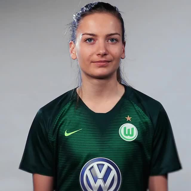 Watch and share Joelle Wedemeyer - Heart GIFs by VfL Wolfsburg on Gfycat