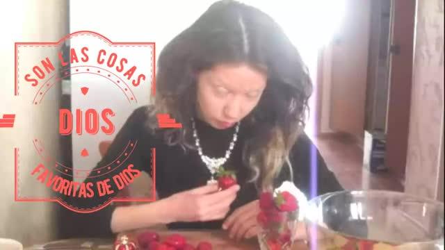 Watch Cleopatra/LNV   いちご De Dios GIF by Diamond Garden (@cleopatra) on Gfycat. Discover more Erdbeere, Strawberry, cleopatra/LNV, dans la cuisine, fragole, fraise, fresa, jarðarber, jordgubbar, mansikat, sútha talún, φράουλα, лаврентьева Наташа, فراولة, في المطبخ, ໃນເຮືອນຄົວ, いちご, 台所で, 在厨房里, 草莓 GIFs on Gfycat